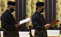 Noh Omar, Mohamad Alamin take oath of office before King