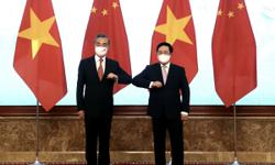 Vietnam and China pledge to further enhance comprehensive strategic cooperative partnership