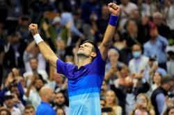 Tennis-On verge of surpassing Federer and Nadal, Djokovic still not No. 1 in fans' hearts