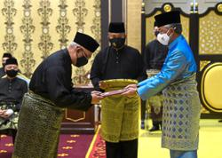 Noh and Mohamad sworn in
