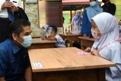 Face masks are mandatory on school grounds, says Dr Radzi