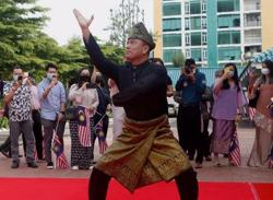 Video of envoy to Cambodia performing silat wows Malaysians