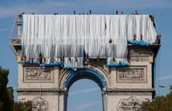 Watch: wrapping of Arc de Triomphe begins in Christo tribute in Paris