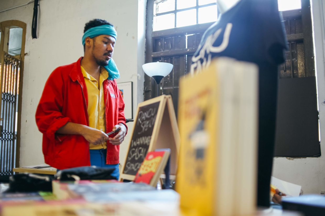 Poet Jack Malik is one of the performers in Rakaman Emosi's first session titled 'Kata'. Photo: Francoe