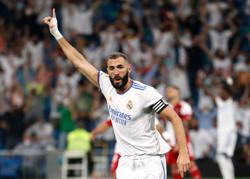 Soccer-Benzema grabs treble as Real win on Bernabeu return