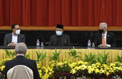 Perikatan, Pakatan sign historic bipartisan MoU in Parliament
