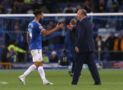 Soccer-Townsend and Gray give Everton cutting edge