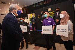 Annuar Musa announces Keluarga Malaysia telco packages, available from Oct 15