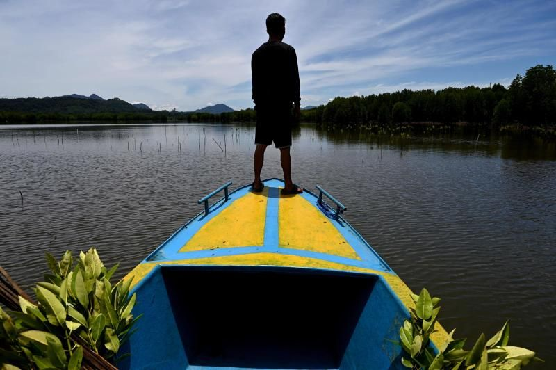 A student prepares to plant mangroves in Calang, Indonesia's Aceh province on Wednesday (Sept 15, 2021). - AFP