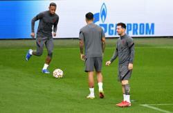Soccer-Messi handed first PSG start with Mbappe and Neymar