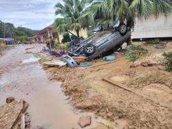 Freak flash floods hit several districts in Sabah