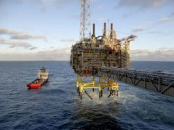 Oil holds above US$75 on US inventories and gas prices