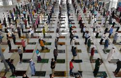 Friday prayers allowed in KL, Putrajaya mosques with up to 500 congregants, says Jawi