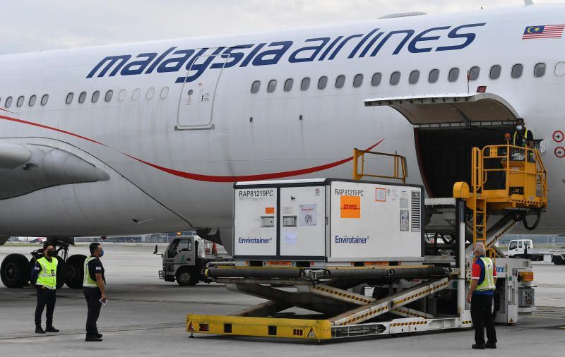 A shipment of CanSino vaccines being unloaded from a Malaysia Airlines aircraft upon arrival on Aug 20 at the Kuala Lumpur International Airport. Bernama photo.