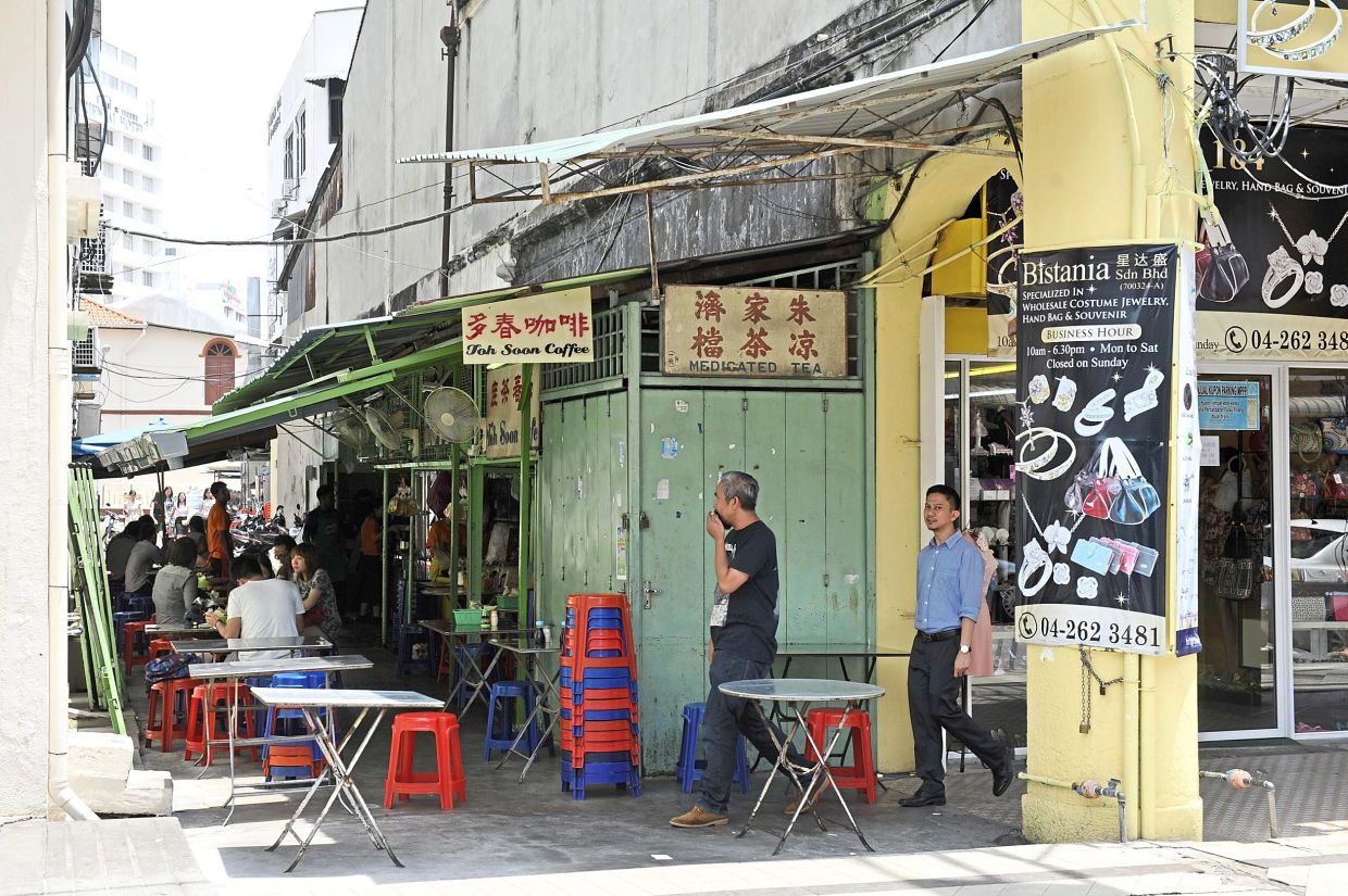 Toh Soon Cafe is a charming alleyway cafe that has been in business for nearly 70 years and its known for its delicious Hainan coffee. — Filepic