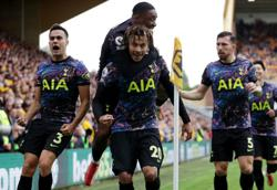 Soccer-Spurs suffer double injury blow before Chelsea clash