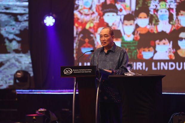 Keluarga Malaysia can foster unity and togetherness amongst the rakyat in combating the Covid-19 pandemic, said Hajiji.