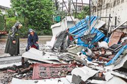 At least three killed in Sichuan quake