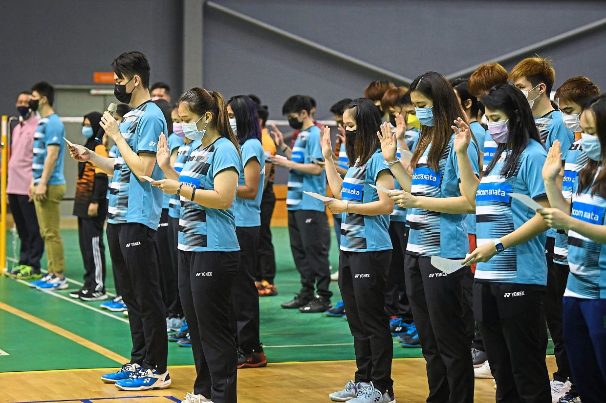 Together we stand: Lee Zii Jia leading the squad to read their oaths during the flag handing over ceremony for the Sudirman Cup and Thomas Cup Finals. — Bernama