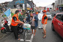 Group gives rations and meals to 500 poor families
