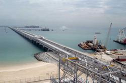 Oil falls 2% on risk aversion, US$ strength