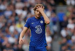 Soccer-Taking a knee is losing strength, says Chelsea defender Alonso