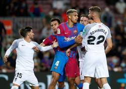 Soccer-Barca didn't have players for tiki-taka game, Koeman says after Granada draw