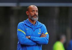 Soccer - Fans deserve 'much better' after Spurs' loss to Chelsea, says Nuno