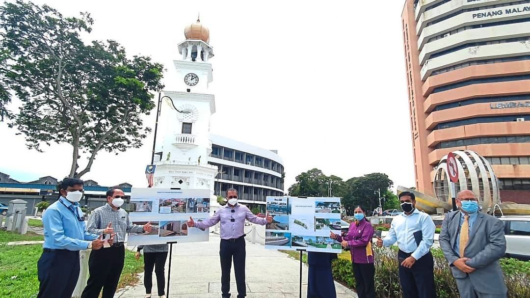 Jagdeep (centre) giving a briefing about the projects outside Fort Cornwallis. – Photo from Jagdeep's Facebook page