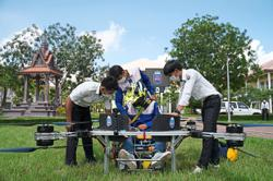 Students build manned drone to ease travel