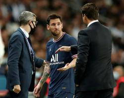 Soccer-Messi to miss PSG trip to Metz due to bruised knee