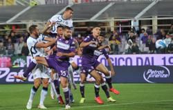 Soccer-Inter go top with comeback win at Fiorentina