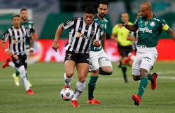 Soccer-Atletico miss penalty in 0-0 draw with Palmeiras