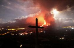 'All we can do is cry' - La Palma volcano leaves trail of devastation
