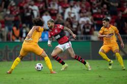 Soccer-Bruno Henrique double gives Flamengo first leg Libertadores lead