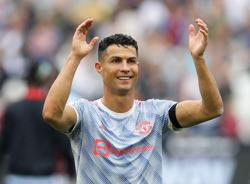 Soccer-Ronaldo leapfrogs Messi in Forbes list of top-earning players