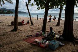 Thailand plans to halve quarantine as reopening seen delayed