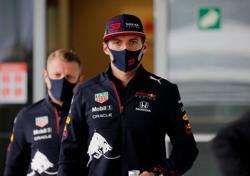 Motor racing-Verstappen laughs off Hamilton's pressure comments
