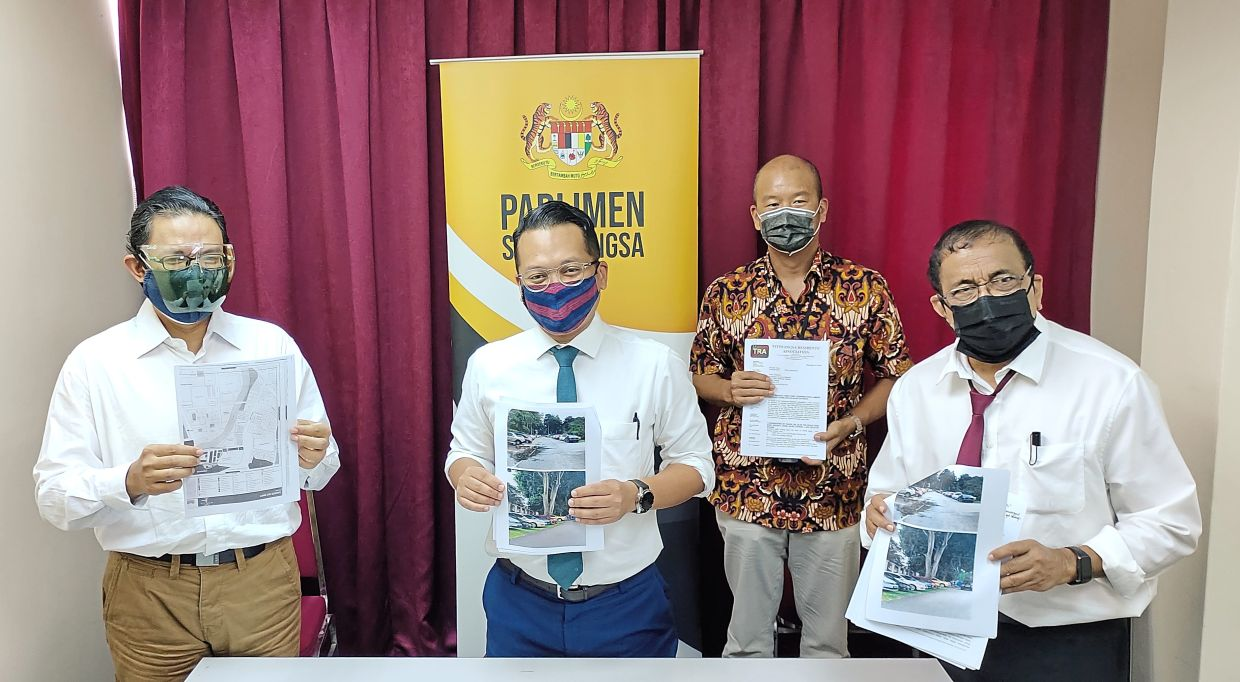 Nik Nazmi (second from left) with Wan Abdul Halim (left) and Dr Guna (right) showing the list of concerns of residents during the press conference.