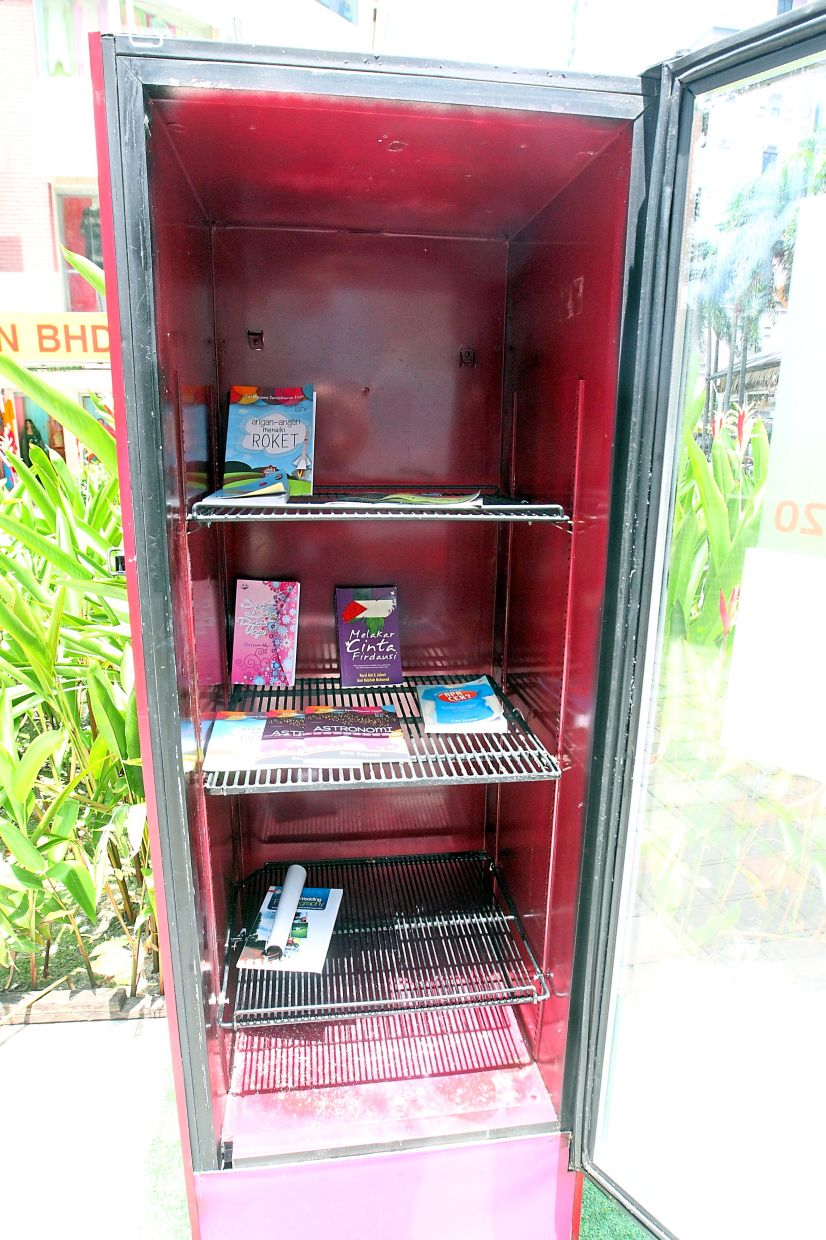 Although in good condition, this book kiosk is left almost empty.
