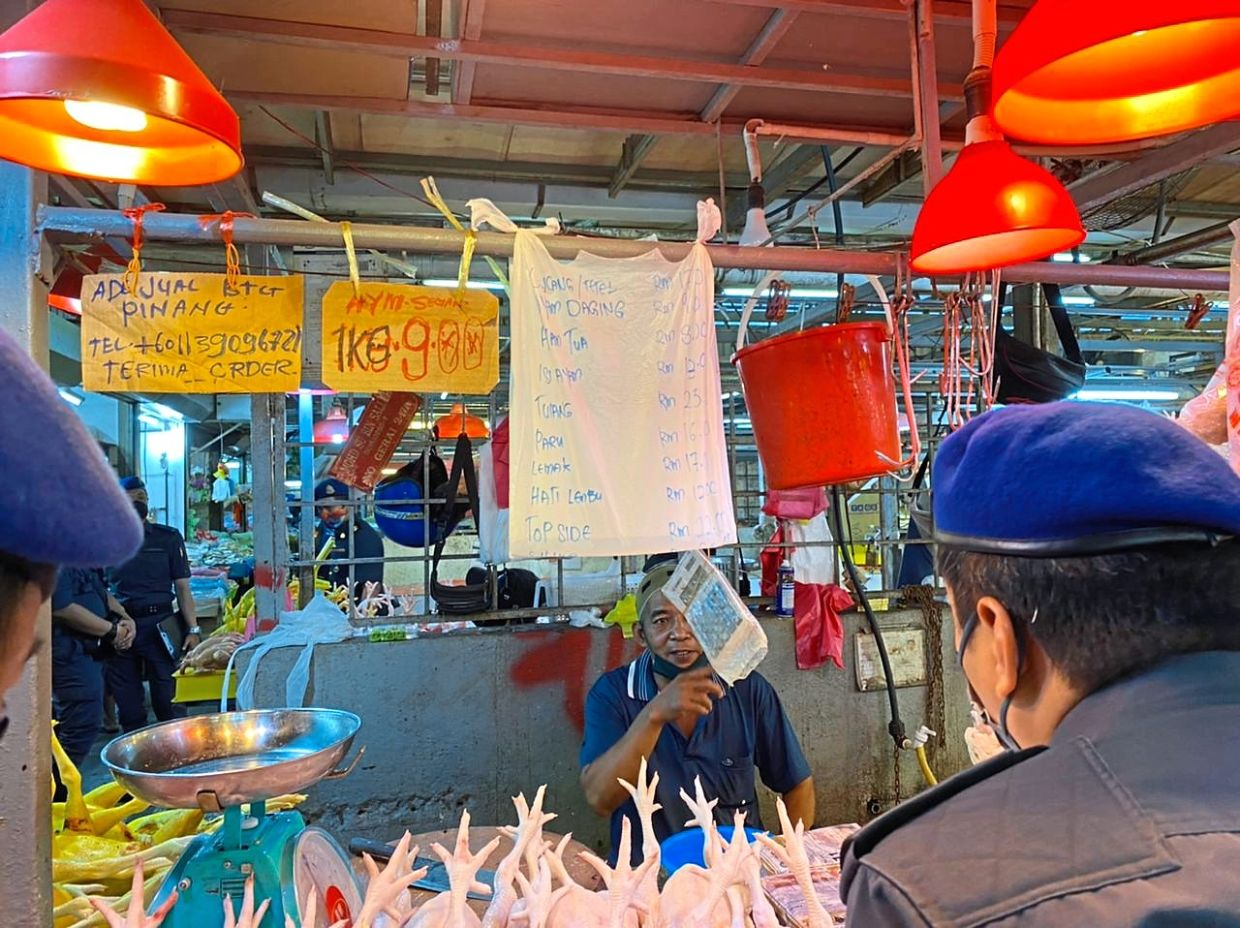 This wet market vendor sells standard chicken (cleaned) at RM9 per kg.