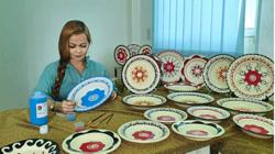 Sarawakian crafter paints plates with Iban motifs to preserve her heritage