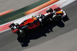 Motor racing - Verstappen to start Russian GP from the back for taking new engine