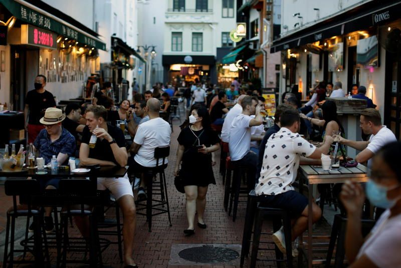People dining at Boat Quay in Singapore on Friday (Sept 24, 2021). Singapore reported a total of 1,650 coronavirus cases on Friday. The total tally of Covid-19 infections in Singapore now stands at 84,510. - Reuters