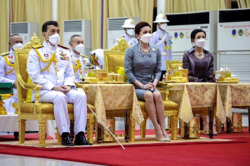 Thailand's King Maha Vajiralongkorn, Queen Suthida and Royal Noble Consort Sineenat Wongvajirapakdi wearing protective masks due to the Covid-19 issues in country during their  visit the Siriraj hospital in Bangkok, Thailand, on Friday (Sept 24, 2021). - Reuters