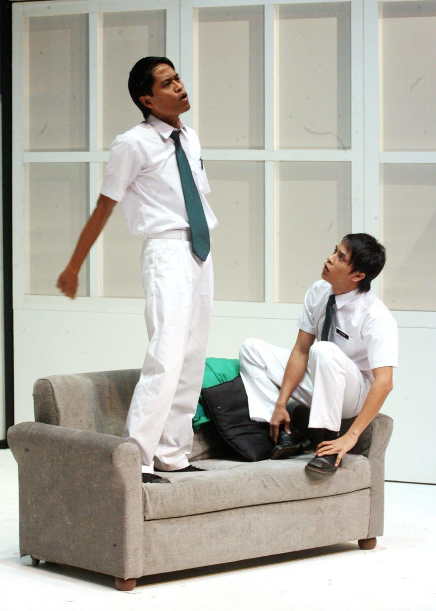 A scene from the theatre show 'Air Con', featuring (from left) Amerul Affendi and Zahiril Adzim. Photo: The Star/Filepic