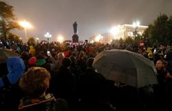 Russian police detain activists ahead of protest