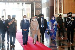King and Queen visit Malaysian High Commission in UK
