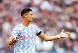 Soccer-Ronaldo could play even at the age of 40, says Solskjaer