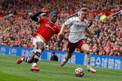 Soccer-Fernandes misses last-gasp penalty as Villa stun Man United